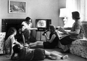 Family_Watching_TV_in_the_1950s